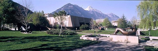 Les jardins et ses statues, le bâtiment du musée de la Fondation