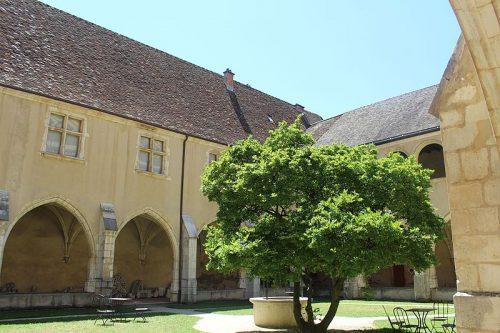Premier cloître du Monastère